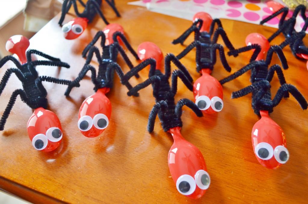 26 Cool DIY Plastic Spoon Crafts
